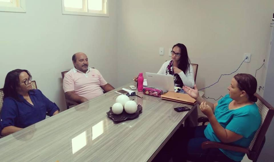 Nesta terça-feira (22), o presidente da Câmara, José Rivaldo (Bada), e a vereadora Albervânia Medeiros se reuniram com a coordenadora da Secretaria Municipal de Educação e Cultura