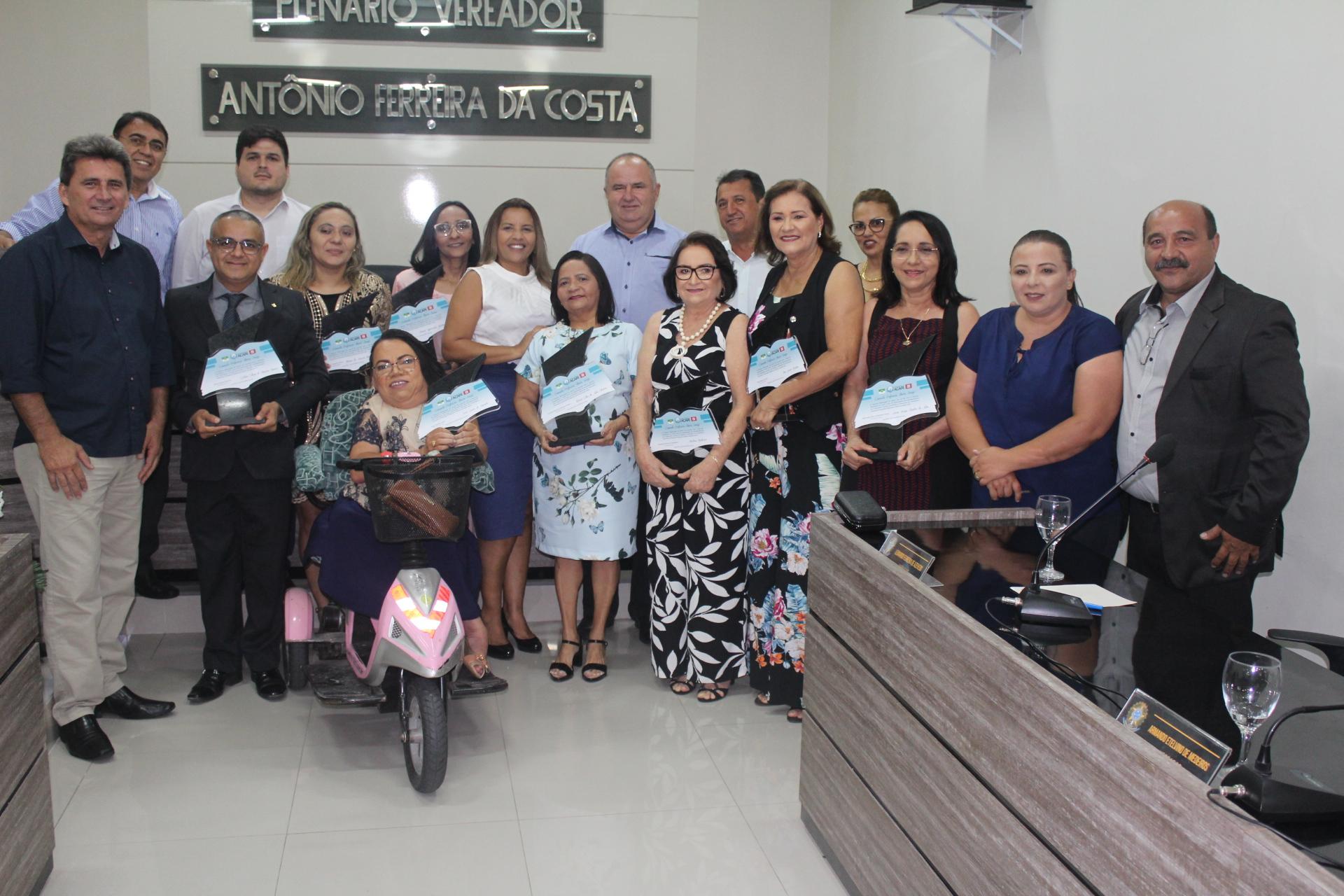 Vereadores entregam Comenda Professora Almira Araújo na Câmara Municipal de Acari